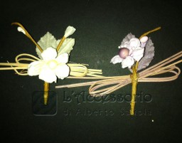 Pick in carta con pistilli sfondo cannule legno