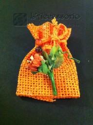 Sacchetto rete con fiorellino arancio
