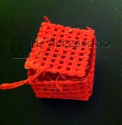 Scatolina rete quadrata rossa